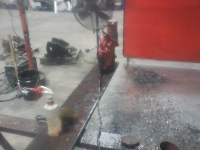 Name:  Fixin tomdrill the last hole.jpg Views: 576 Size:  66.6 KB