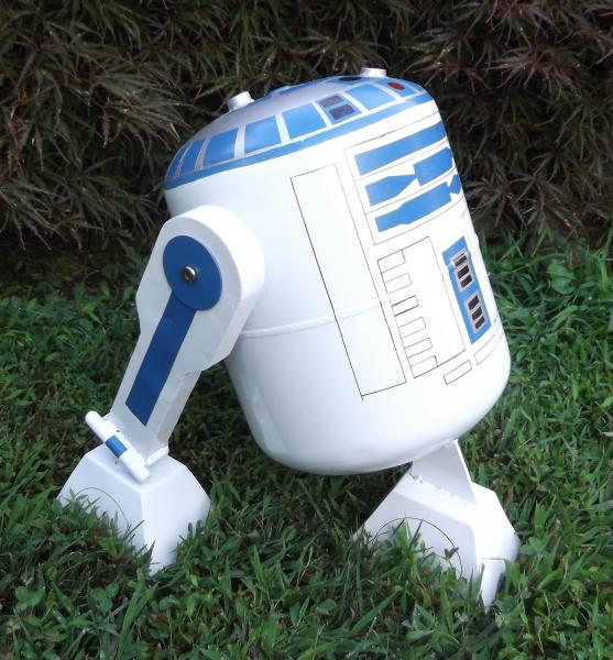 Name:  R2D2 Yard Art Sculpture 2.jpg